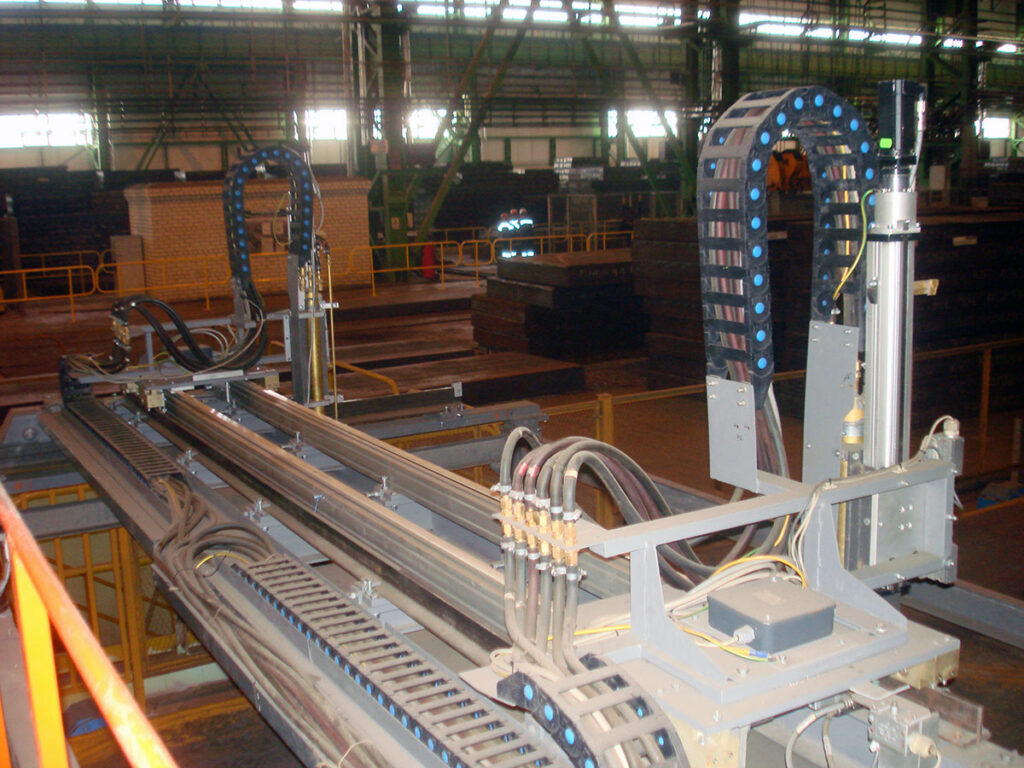 Machine-for-cutting-slabs-blooms